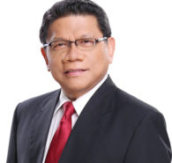 "Radio GMA Network head Mike Enriquez was recently honored as a ""Media Icon"" at the first-ever Media Icon Awards given by the Media Specialists Association of the Philippines' (MSAP). MSAP Chairman Hermie de Leon said Enriquez significantly contributed in pioneering news reporting on TV that […]"